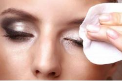 демакияж для глаз